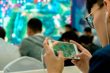 A new Chinese crackdown on online gaming is adding to worries for Tencent. Shares in the top Chinese internet company dropped nearly 5% in Hong Kong on Friday, after Beijing announced plans to limit the number of new online games and restrict the amount of time kids spend playing on…