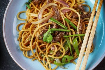 A humble and easy homemade chow mein noodle with beef and spaghettini. Every time when we visit Ikea on Friday, we are super happy to have 2-3 plates of the black pepper beef noodle. They use spaghettini and the dish is a very common Chinese style of chow mein noodles.…