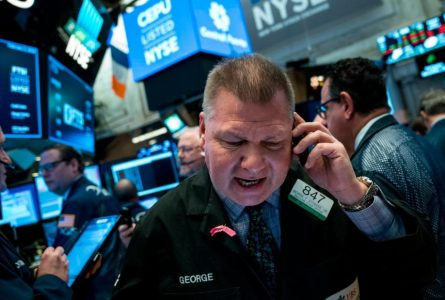 Dow falls 800 points as stock slump deepens