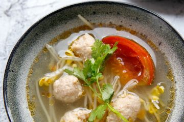 A very popular tomato meatball soup in my family passed by older generations–tomato bean sprouts and meatball soup. People in Sichuan loves to use tomato and bean sprouts as the basic ingredients for a vegetable stock. We add wonton, beef slices, pork slices and meatballs. Tomato gives a mild sweet…