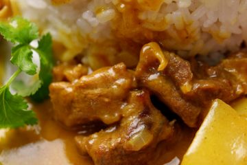 A super easy and home cooking friendly Chinese style beef curry recipe which can be down with in 2 steps, spending only half an hour. Curry is not native to Chinese people. However curry enjoys a high popularity in Mainland China especially the Golden (Yellow) Curry Paste. Mostly we are…