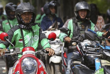 Go-Jek launches ride-hailing beta app in Singapore to take on Grab