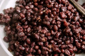 Soft and sweet sweetened red bean is one of the most popular side ingredients for ice creams, desserts and fillings for beads and buns. Most of Taiwanese and Cantonese desserts loves to use sweetened red bean as topping or side ingredients for example in Grass Jelly (仙草烧), double skin milk…