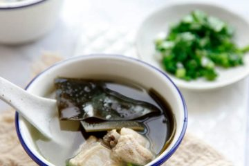 Flour ingredients dried seaweed and rib soup. It is healthy and a popular across the country soup. In Chinese cuisine, big pork bones are usually used for stock which will further serve as a broth for noodles, hot pot and vegetables stews. For directly serving soups, ribs are a better…