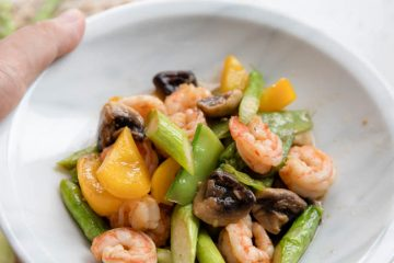 Learn how to make a seasonal vegetables and shrimp stir fry within 20 minutes at home. We are raining for quite a while. Last week, I made a bottle of chili oil and prepare to enjoy my summer cold dishes, but the temperature drops quickly and it is quite cool…