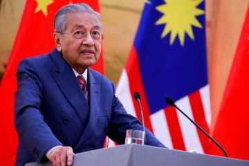 Beijing (CNN)Malaysian Prime Minister Mahathir Mohamad struck a conciliatory tone during his visit to Beijing Monday, a stark contrast to his earlier sharp language on China.In the past year, Mahathir has spoken harshly about Chinese investment in his country, alleging that his predecessor hurt Malaysia