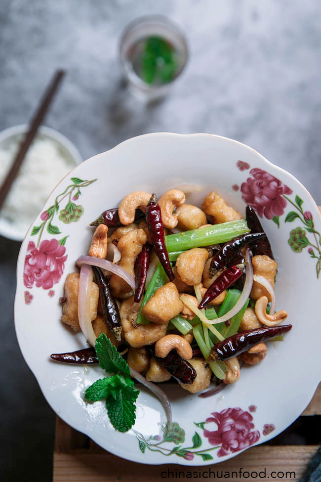 Spicy Chicken with cashew|chinasichuanfood.com